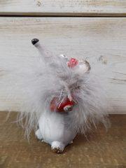 Kerámia egér toll gallérral piros szívvel és masnival. 11x5