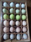 Színes pasztel műanyag tojások, dobozban. 5x3,5cm
