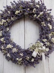 Levendula koszorú, fehér szárazvirágokkal. ∅:38 cm