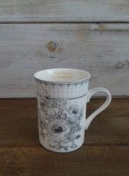 Porcelán csésze 10x7,5